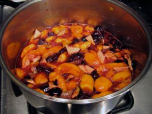 fruit-compote-cooking